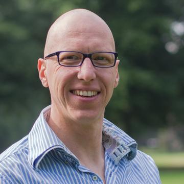 Dr. Bas van den Broek